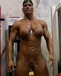 Nackte Muskelweiber zeigen ihre großen Muskel und Dicke Kitzler