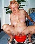 Richtig alte nackte Omas und perverse alte Weiber zeigen sichnakisch