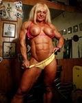 Vollbusige Muskelfrauen zeigen ihre gestählten Körper und Muskelmösen