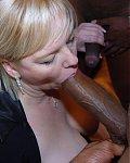 Geile Frauen schlucken schwarze Riesenschwänze