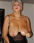 Alte Frauen zeigen ihre Hängetitten